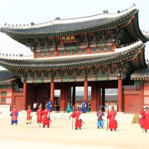 疫情下韩国乐园树立的模范管理模式